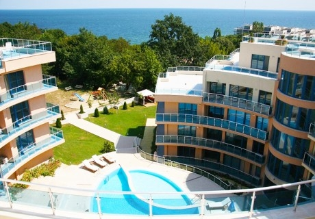 Късно лято в Обзор! Нощувка на човек с изхранване по избор + басейн, чадър и шезлонг на плажа от хотел Аквамарин,  Обзор - на 100 м. от плажа!