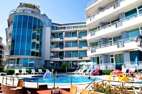 Нощувка в студио или апартамент от 2 до 6 човека + басейн в апарт-хотел Фаворит, Слъчев Бряг до Какао Бийч