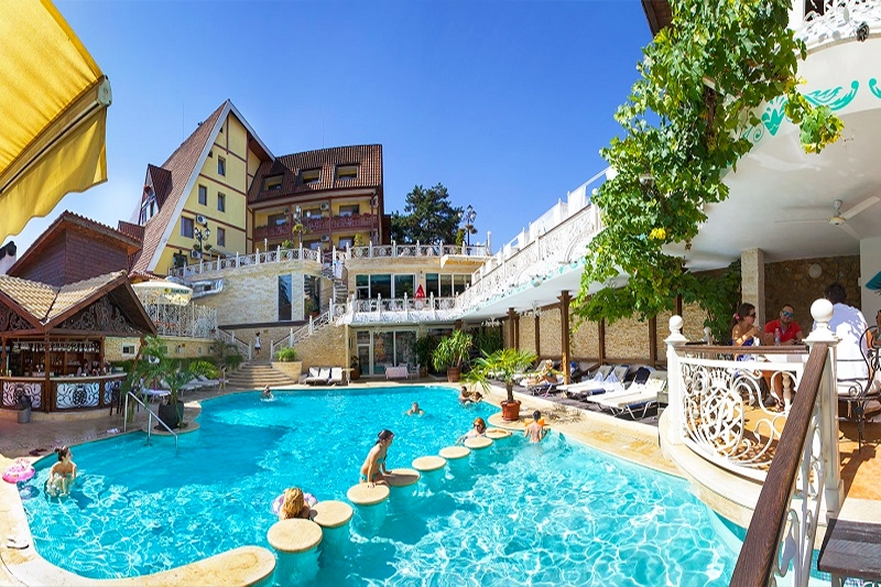Нощувка на човек със закуска или закуска и вечеря + басейн и СПА пакет от хотел Рич*****, Велинград