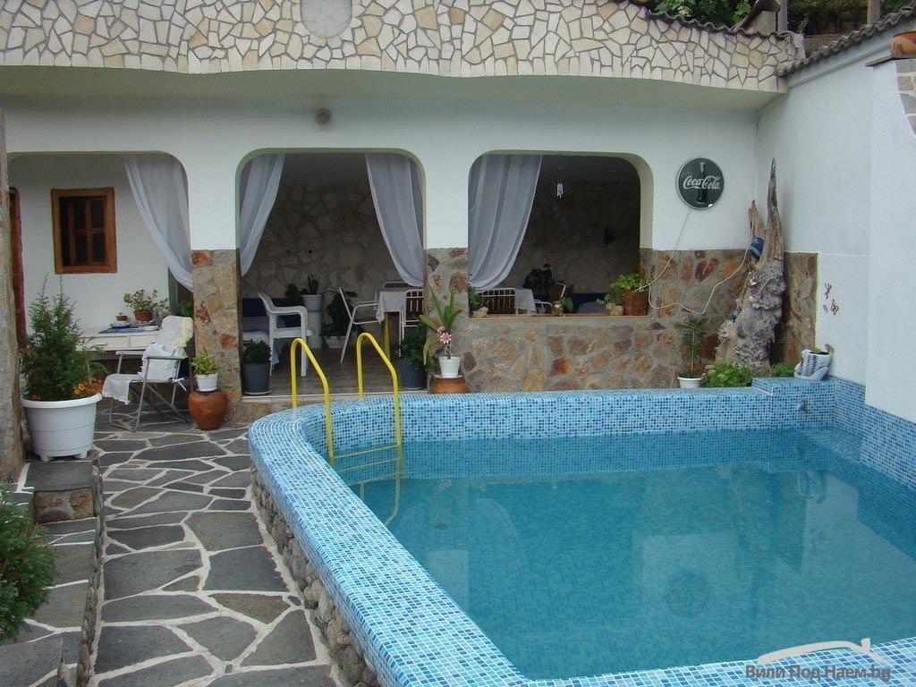 Нощувка за до 10 човека + басейн в самостоятелен етаж от Гологановата къща - Калофер