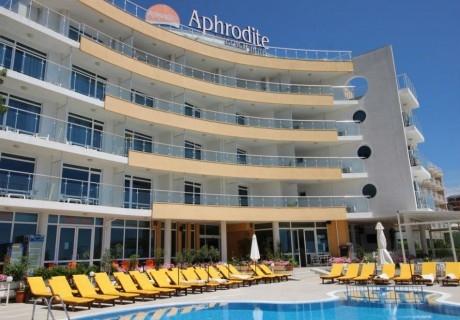 Юни в Несебър!.3 или 5 нощувки със закуски за двама + басейн в хотел Афродита***, на 1-ва линия в Несебър