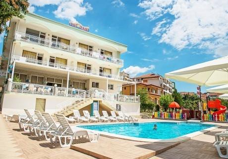 2, 3 или 4 нощувки на човек със закуски, обеди и вечери + басейн от хотел Панорама***,  на 50 м. от плажа в Свети Влас