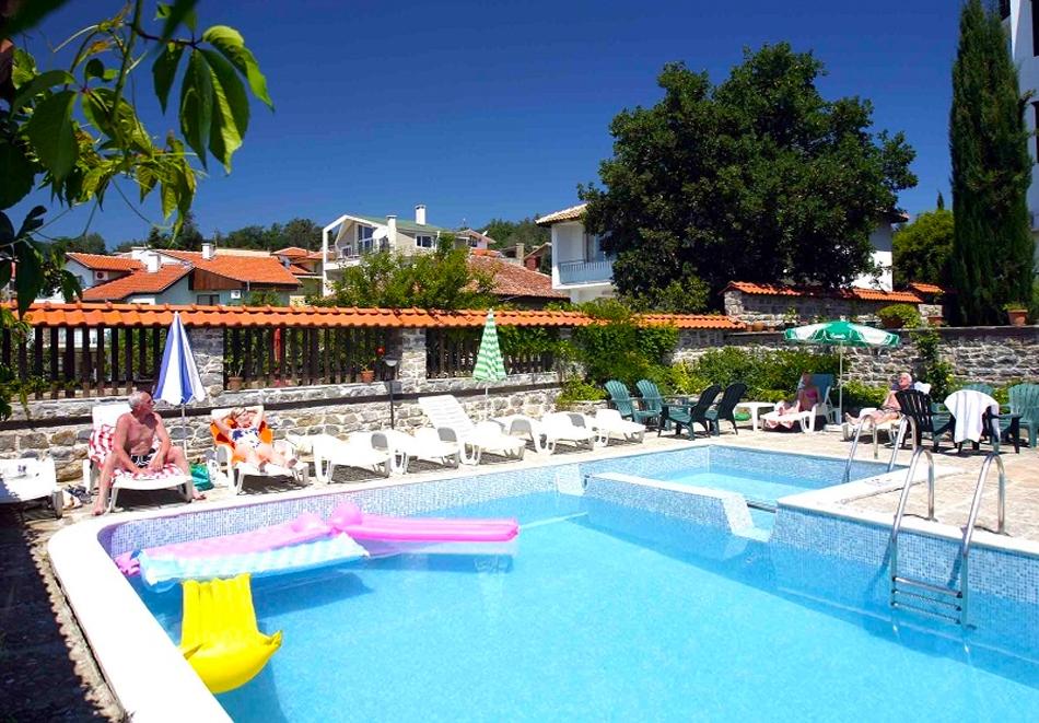 5 нощувки за двама със закуски и вечери + басейн в хотел Аугуста на 200м. от плажа в Слънчев Бряг