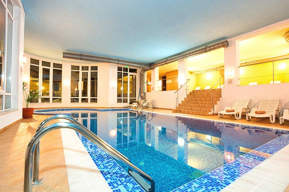 Почивка в Пампорово! 2, 3 или 4 нощувки на човек със закуски + басейн и СПА зона от хотел Стрийм Ризорт***