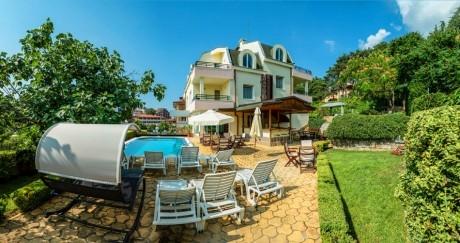 Нощувка за до четирима + басейн в хотел Миления, на 200м. от плажа в Слънчев Бряг