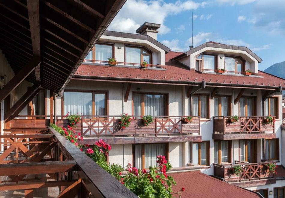 Зелено лято в Банско! Нощувка на човек със закуска + басейн и сауна в хотел Евелина Палас**** Банско