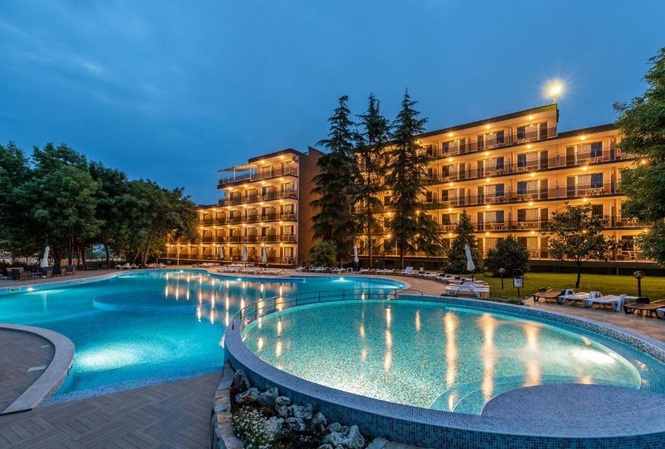 2 нощувки на човек на база All Inclusive + басейн в хотел Белица, Приморско