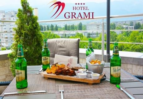 Вкусно плато по избор + бира или чаша вино за двама или четирима в 4-звездният хотел Грами в София