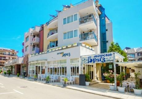 Нощувка със закуска на човек в хотел Бриз на метри от плаж Хармани в Созопол