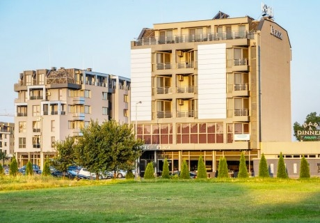 Нощувка със закуска за ДВАМА в джуниър суит от хотел Плаза, Пловдив