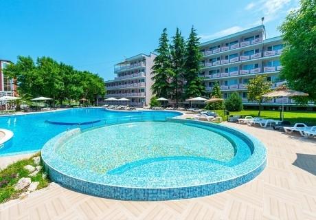 Нощувка на човек на база All Inclusive + басейн от хотел Белица, Приморско