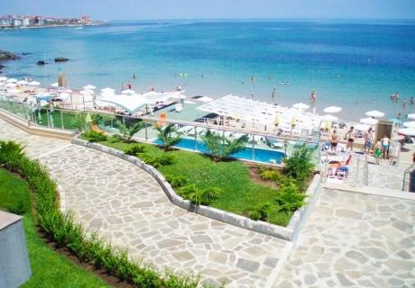 Лято на първа линия на плаж Хармани, до Созопол. Нощувка за двама, трима или четирима + басейн от Хотел Блек Сий Парадайс