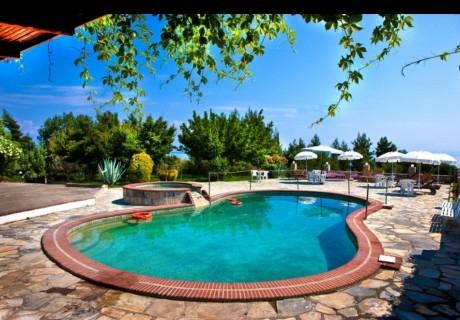 Септември в Халкидики, Гърция! Нощувка на човек на база All inclusive + басейн в хотел Pashos***, Криопиги