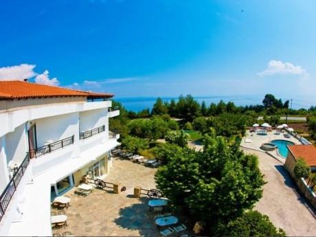 Септември в Халкидики, Гърция! Нощувка на човек със закуска и вечеря + басейн в хотел Pashos***, Криопиги