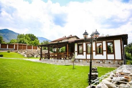 Нощувка за до 10 човека + веранда с барбекю и слънчев двор в Къщата край Сапарева баня - с. Ресилово