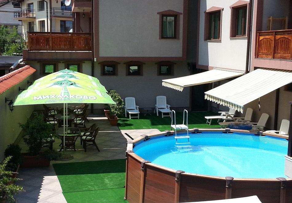 Лято в Банско! Нощувка на човек със закуска, обяд и вечеря + малък басейн, сауна и джакузи от Клуб Хотел Мартин