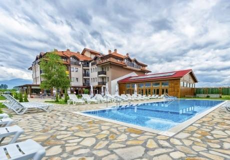 3 нощувки на човек със закуски или закуски и вечери + 2 басейна с минерална вода в хотел Севън Сийзънс, с.Баня до Банско