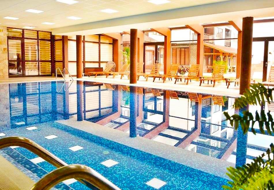 Цяла зима в Банско! Нощувка на човек със закуска  + басейн и релакс център в хотел Роял Банско