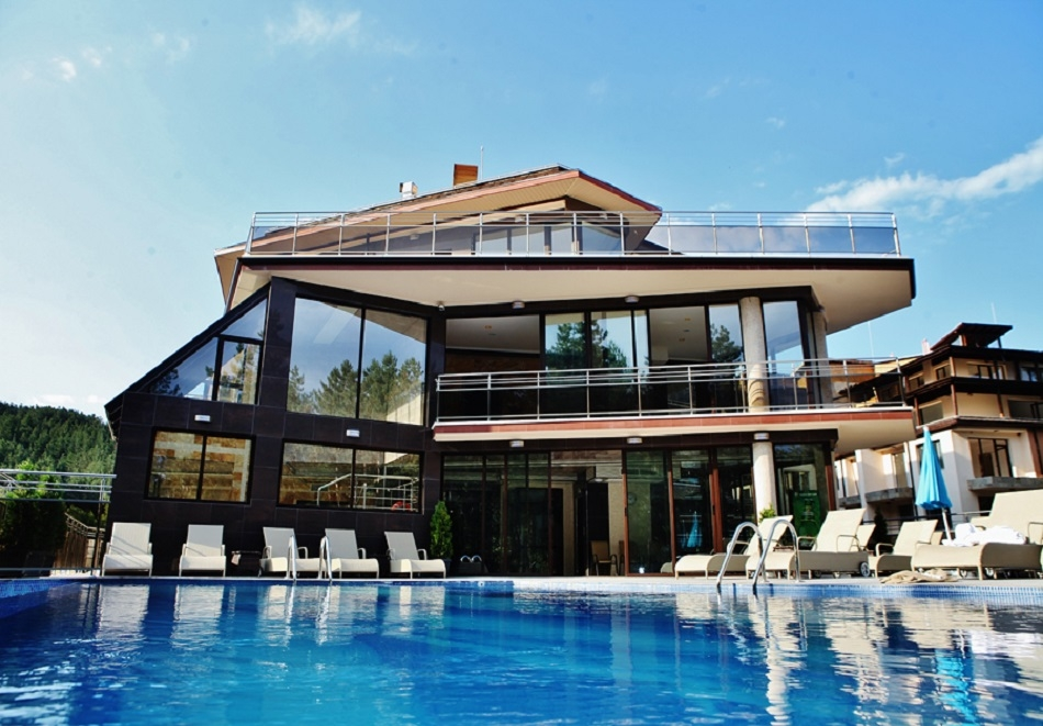 2, 3, 4 или 5 делнични нощувки за ДВАМА със закуски + минерални басейни и СПА в Инфинити Парк Хотел и СПА****, Велинград!