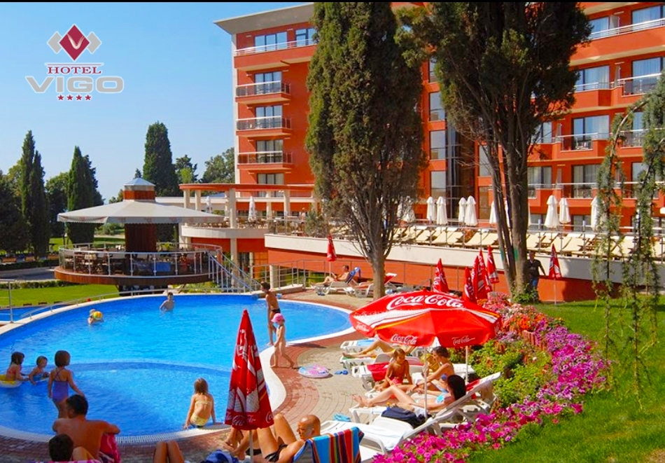 Нощувка на човек със закуска, обяд и вечеря + басейн на 50м. от плажа в хотел Виго****, Несебър