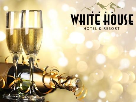 Нова година в Боровец! 3, 4 или 5 нощувки със закуски за ДВАМА от Комплекс Уайт Хаус****. Доплащане на място за Новогодишна вечеря