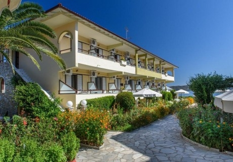 Късно лято на о. Амулиани, Гърция! Нощувка на човек със закуска в хотел Sunrise***