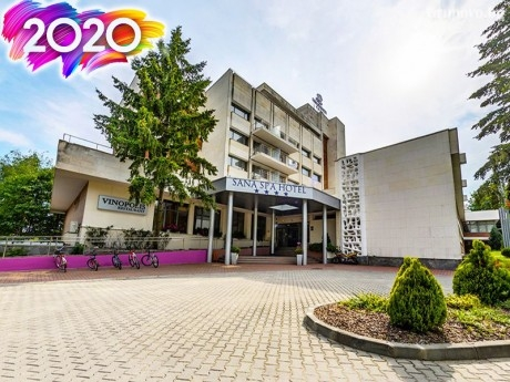 Нова година в хотел Сана Спа****, Хисаря! 3 нощувки за ДВАМА със закуски и вечери, едната празнична + минерален басейн и СПА пакет