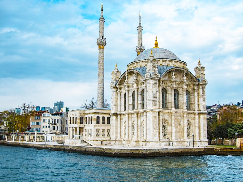 Екскурзия до Истанбул! 2 нощувки на човек със закуски + транспорт и посещение на Одрин от Луксъри Травел