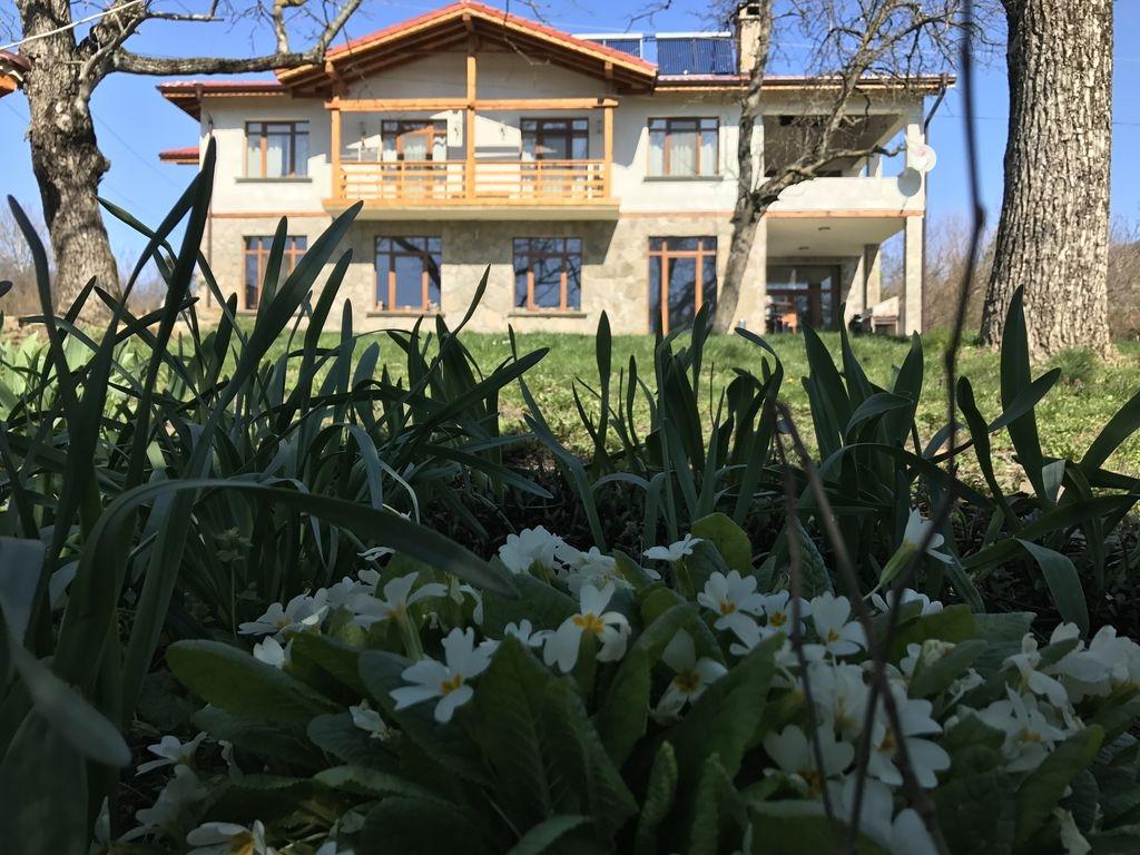 Нощувка за 16, 20 или 30 човека край Ябланица в къща Дъбравата със зали за семинари и за йога - с. Дъбравата