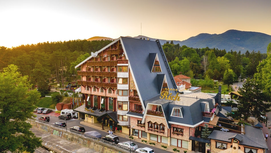 Уикенд във Велинград! 2 нощувки на човек със закуски или закуски и вечери + минерални басейни и СПА пакет от хотел Рич*****