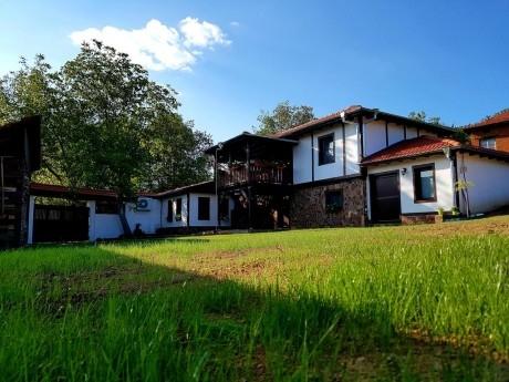 Нощувка за 6+3 човека + механа с камина в къща Андре до Правец - с. Разлив