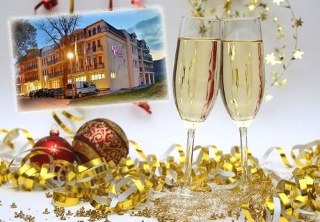Нова година в Хисаря. 2, 3 или 4 нощувки на човек със закуски + МИНЕРАЛЕН басейн и релакс пакет в хотел Си Комфорт