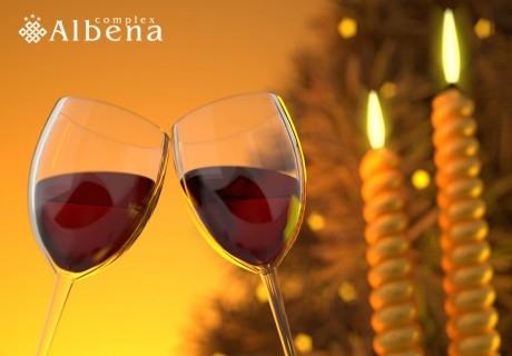 Нова Година в Хисаря! 3 нощувки на човек със закуски + Новогодишна вечеря с DJ + плувен басейн и Релакс зона с минерална вода от хотел Албена***