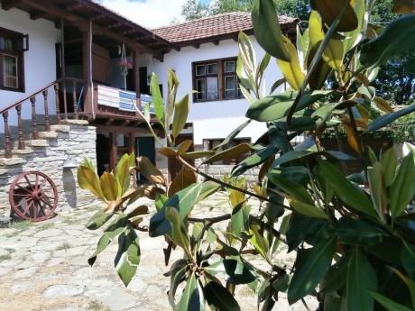 Нощувка за 8, 12 или 20 човека + механа с камина, барбекю в Какалашките къщи около Габрово - с. Кози рог