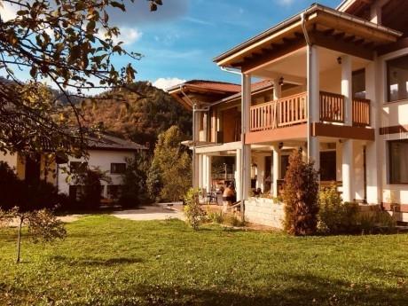 Нощувка за до 20 човека + трапезария с камина в къща Почивка край Троян - с. Черни Осъм