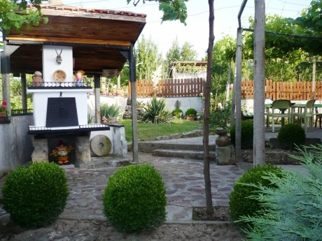 Нощувка за 12 човека + механа и барбекю в къща Машко в Еленския Балкан - с. Усой