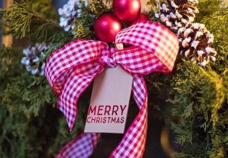 Коледа в парк-хотел Орлов камък, Копривщица! 3 нощувки на човек със закуски и две традиционни празнични вечери + басейн и релакс пакет