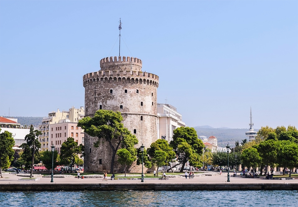 Уикенд екскурзия до Солун! Транспорт + нощувка със закуска на човек + посещение на Mall Mediterranean Cosmos с ТА Трипс ту Гоу