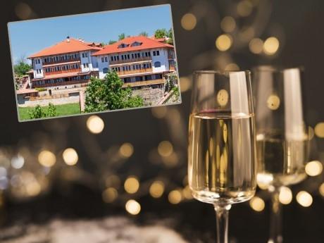 Нова Година в Арбанаси! 3 нощувки на човек със закуски и вечери, едната празнична + релакс зона в хотел Севастократор