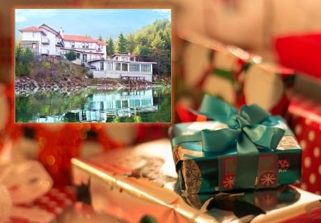 Усетете топлината на една традиционна семейна Коледа в Родопите от хотел Емили, Сърница! 2 или 3 нощувки на човек със закуски и 2 традиционни вечери + релакс пакет