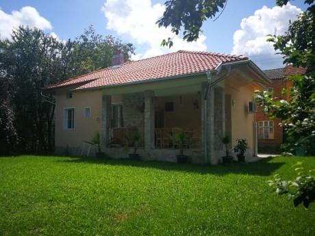 Нощувка за 7 човека + сезонен басейн в самостоятелна къща Симида 1 в село Дебнево - Априлци