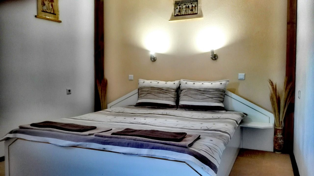 Нощувка за 2, 3, 8 или 9 човека + механа и барбекю в къща НиЯ в Сапарева баня