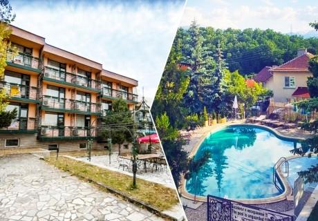 1, 3 или 5 нощувки за ДВАМА със закуски + басейн с минерална вода в хотел Виталис, к.к. Пчелински бани до Костенец