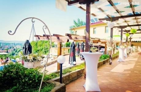 Почивка, релакс и невороятна гледка от парк хотел Стратеш, Ловеч! 2 нощувки, 2 закуски и 2 вечери + басейн само за 69 лв