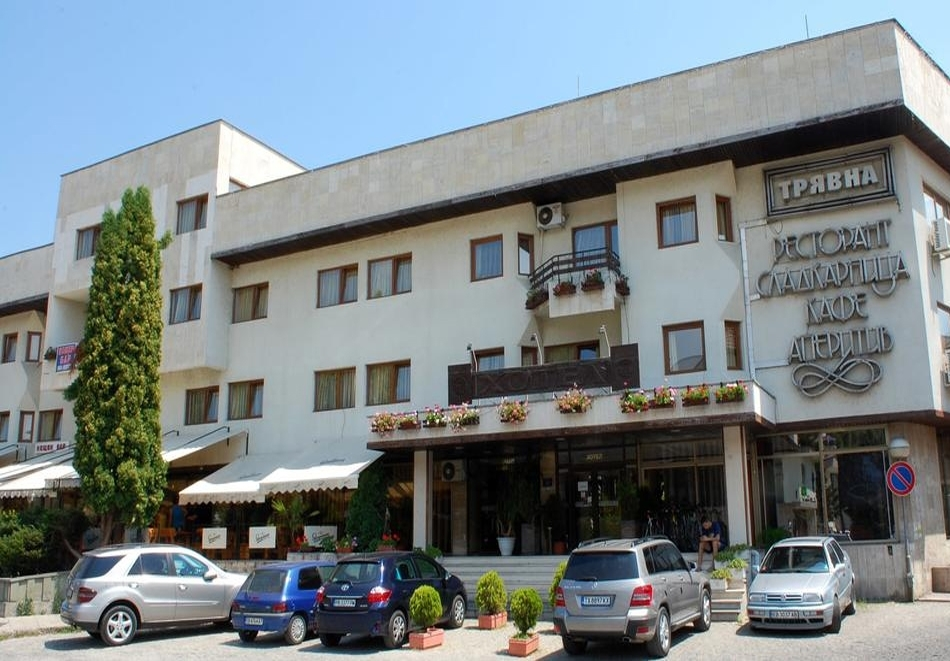 Нощувка на човек със закуска и вечеря + сауна в хотел Трявна