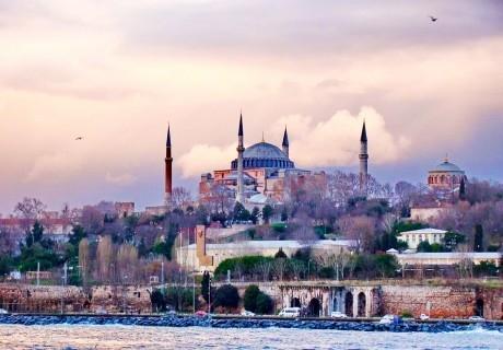 Екскурзия до Истанбул! Транспорт + 2 нощувки на човек със закуски + нощна обиколка на Истанбул. Тръгване от Варна с Караджъ Турс