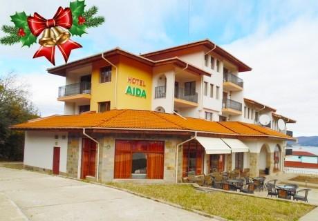 Коледа в хотел Аида, Цигов Чарк! 2 нощувки на човек със закуски + една традиционна празнична вечеря с DJ, сауна и дете до 10г. БЕЗПЛАТНО