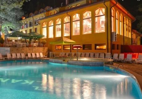Last Minute за 06.12 в с. Чифлик! Нощувка на човек със закуска + минерален басейн и релакс зона от хотел Балкан