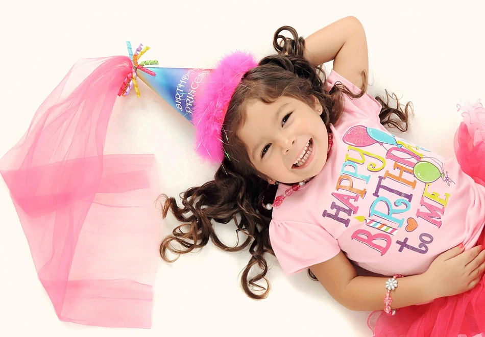 2 часа детско парти за до 12 деца + DJ и фотозаснемане на партито в Детски арт Център Приказка, София!