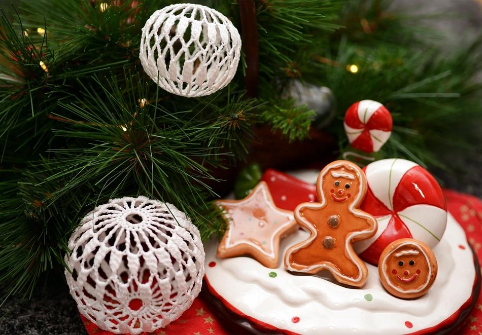 Коледни ателиета по избор всяка събота през декември с включени материали, чай и сладки в детски арт център Приказка, София!